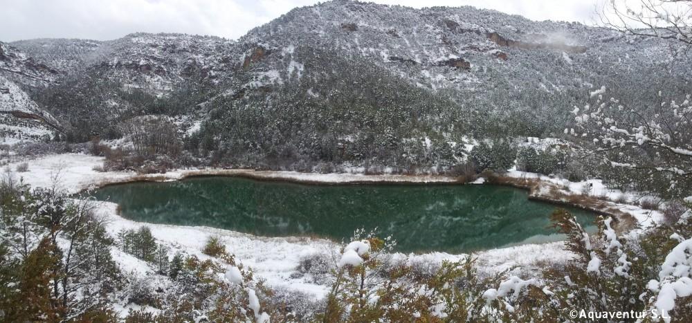 laguna de Taravilla nevada. panoramica